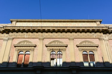Building, via Ugo Foscolo 7