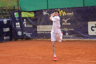 Single tennis
