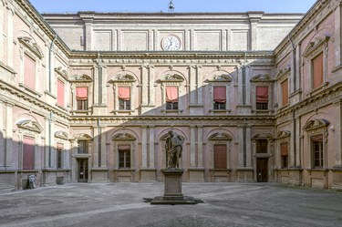 Cortile dell'Ercole, Palazzo Poggi