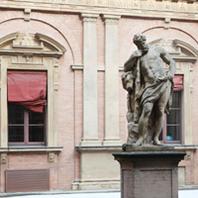 Statua di Ercole presso il Rettorato