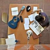 Studente in sala studio