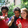 Studenti Unibo che fanno Ok con la mano